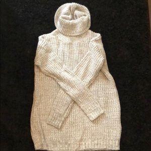 🧚🏽♀️Grey long sleeve turtleneck sweater